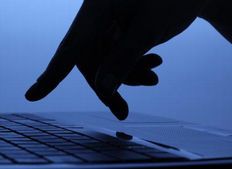 mão + teclado