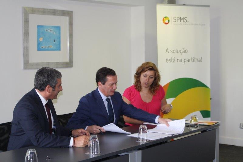 Vogal Executivo da SPMS, Artur Trindade Mimoso, Presidente da ACSS, Prof. Rui Ivo e representante da centro médico de Moscavide