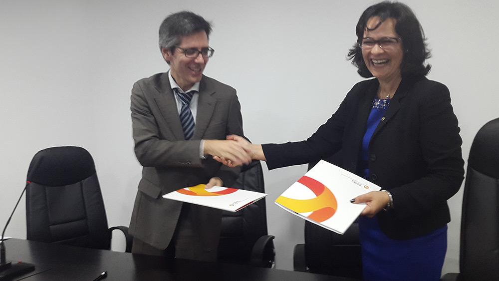Presidente do Conselho de Administração SPMS, Henrique Martins e Presidente da Associação Raríssimas Paula Cardoso da Costa