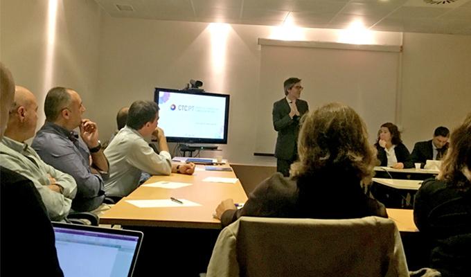 Professor Henrique Martins na abertura da sessão Focus Group