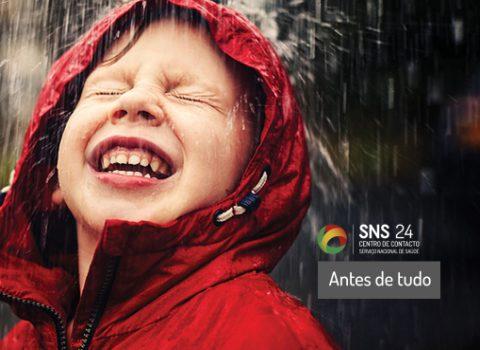 rapaz à chuva