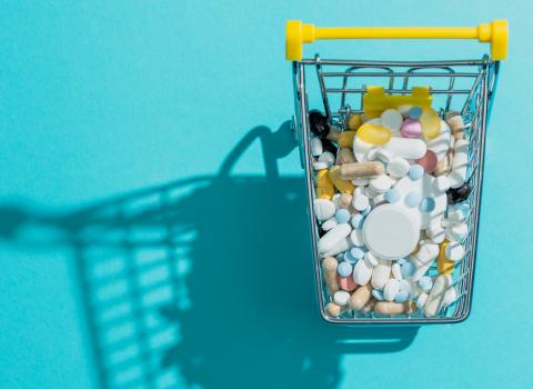carrinho de compras com medicamentos