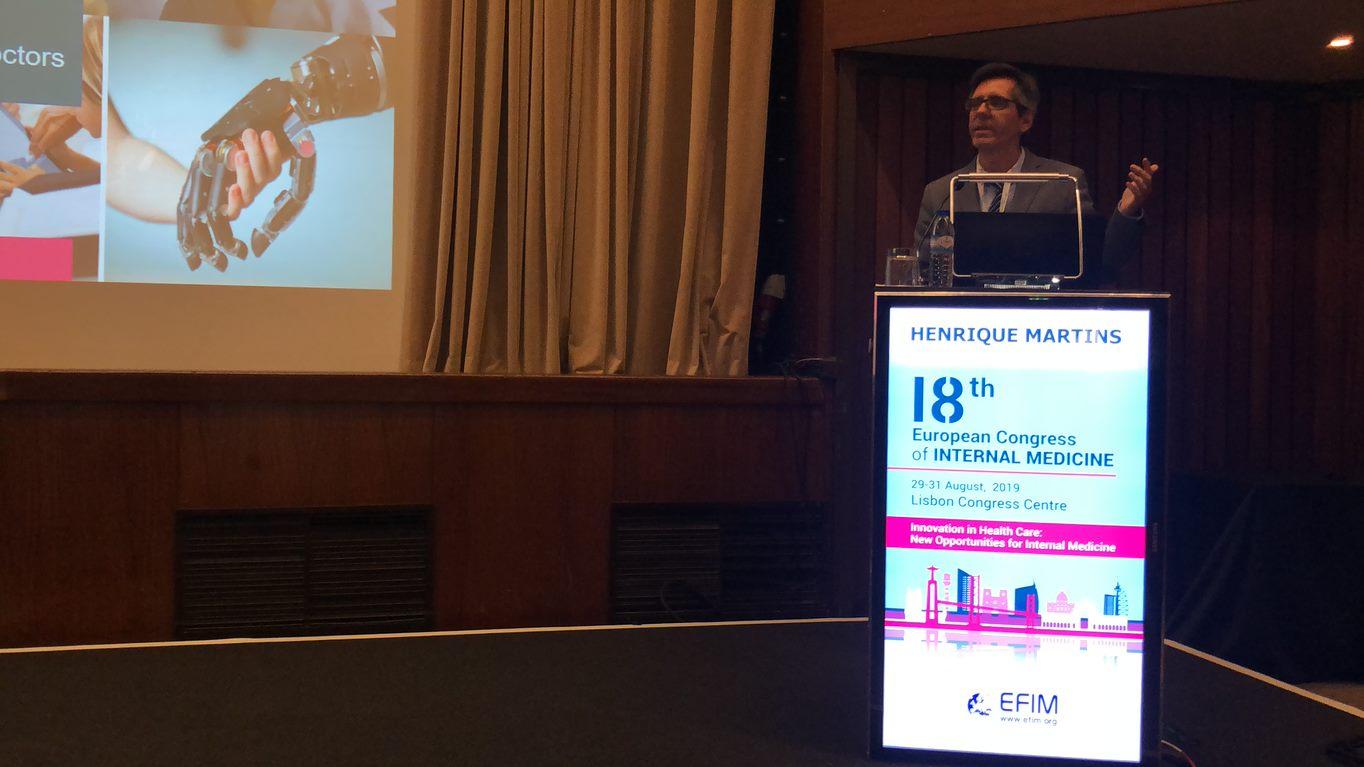 Professor Henrique Martins no Congresso de Medicina Interna pulpito